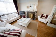 <p>Beautiful 3 bedroom appartement with Specious South Garden close to NATO and EU area</p>