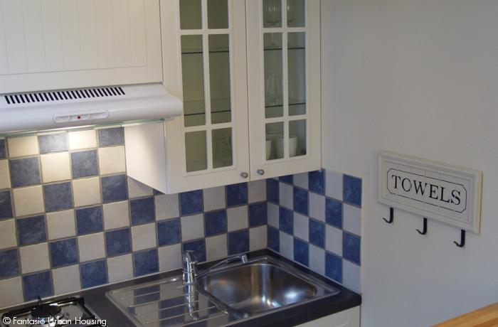 <p>Cosy large furnished studio with large South terrace and mezzanine close to EU area</p>