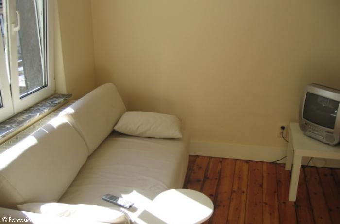 <p>Cosy large furnished studio with seperated bedroom close to EU area</p>