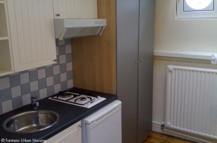 <p>Small cosy furnished studio with mezzanine close to EU area</p>