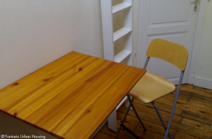 <p>Small cosy furnished studio with mezzanine close to EU area</p>