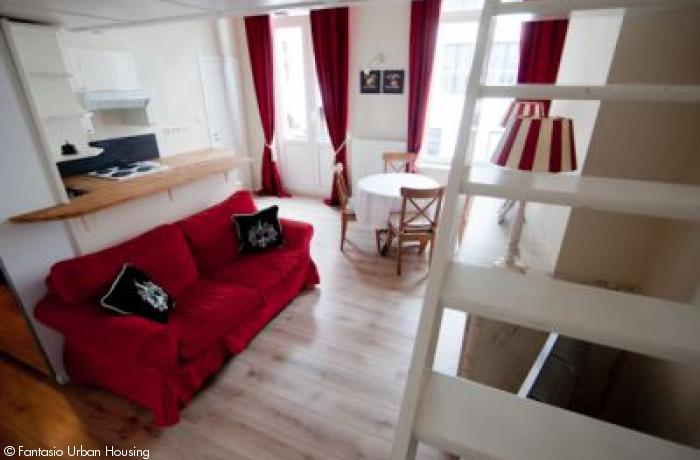 <p>1 bedroom furnished appartement with high ceilings and mezzanine walking distance from Place Luxembourg and Shuman area</p>
