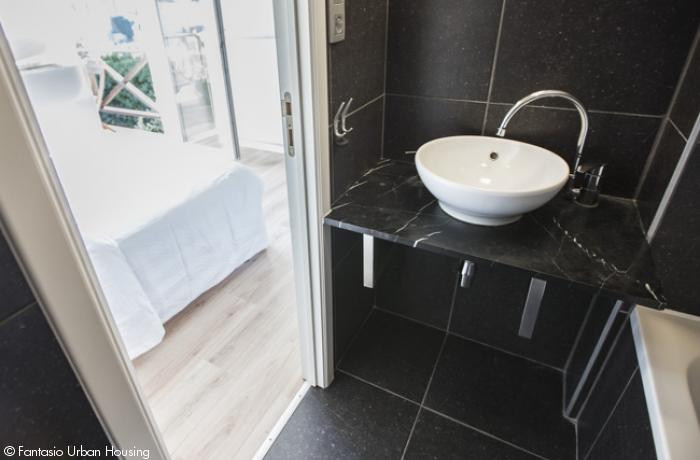 <p>Spacious 1 bedroom furnished appartement with large South wooden terrace with view on the EU Parliamant and walking distance Shuman area</p>
