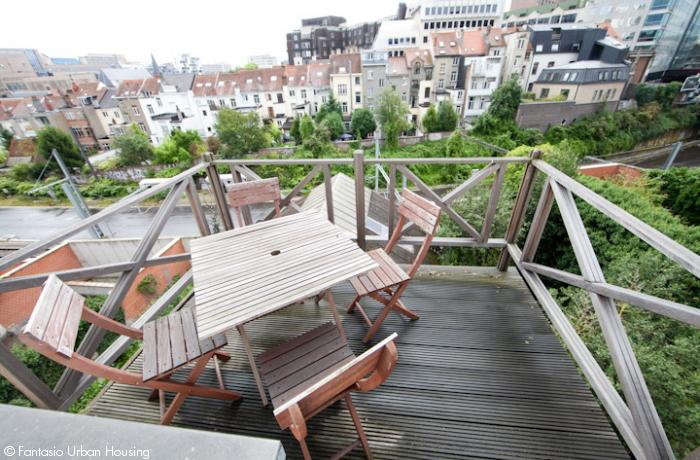 <p>Spacious 1 bedroom furnished appartement with large South wooden terrace with view on the EU Parliamant walking distance from Shuman area</p>