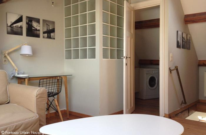 <p>Large furnished 1 bedroom penthouse with office close to NATO and EU area</p>